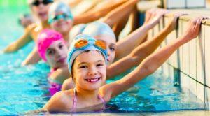 На аквааэробику в бассейн набирают сразу 3 группы разных возрастов