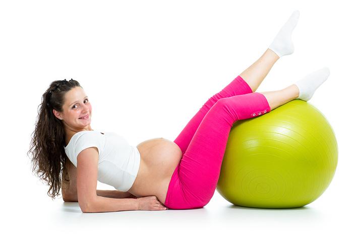 Беременная с фитболом
