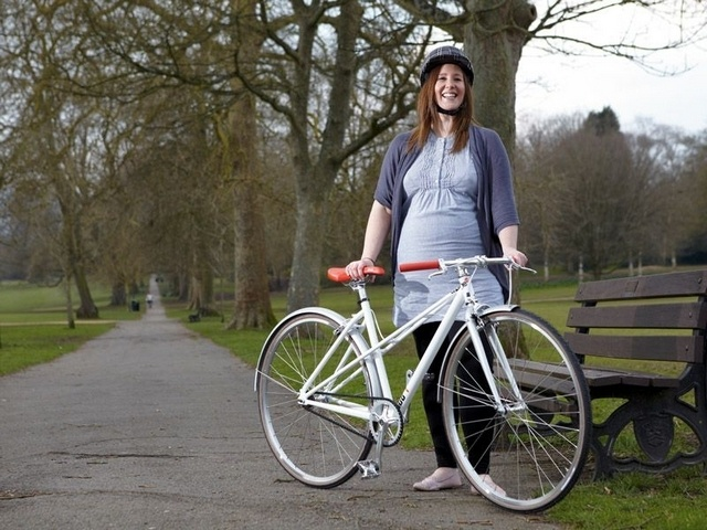 В лесу с велосипедом