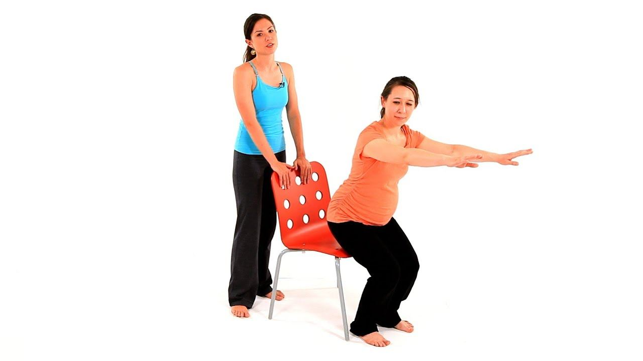 Приседания со страховкой стулом