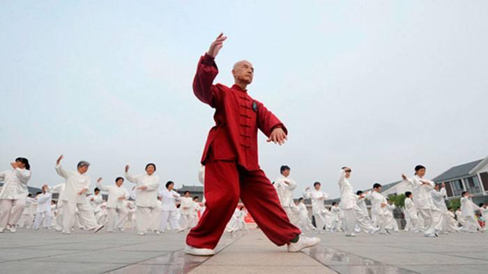 Китайцы занимаются цигун