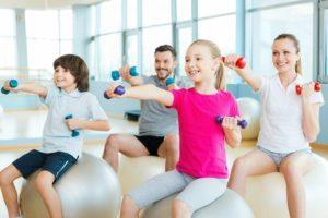 Гантели – отличный инструмент для детских силовых тренировок