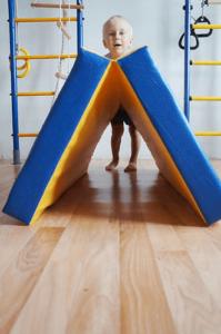 Специальный гимнастический мат для безопасных занятий на спортивном комплексе
