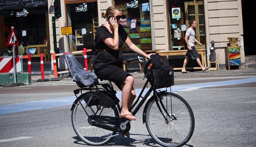 Беременная на велосипеде в Европе