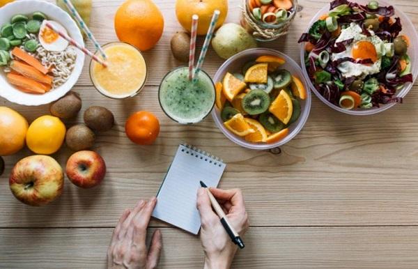 В сбалансированном питании должно быть правильное сочетание КБЖУ и витаминов