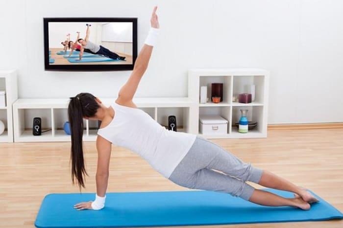 Хатха йога подходит для домашних тренировок