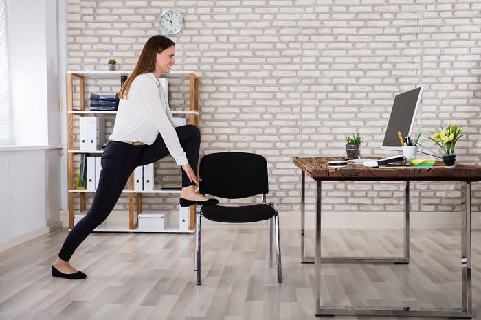 Упражнения на растяжку можно делать прямо в офисе